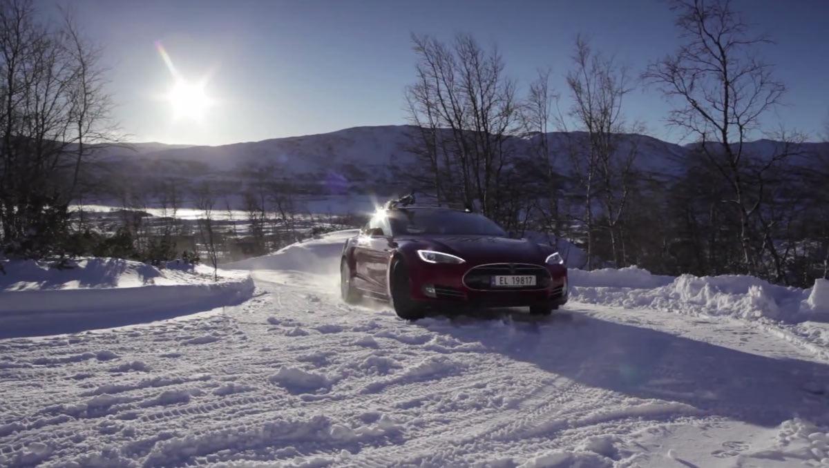 Tesla у Барнаулі. Практичний тест при -31С